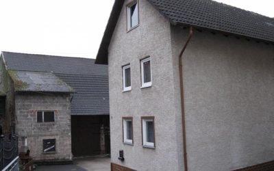 Allendorf-Nordeck: Einfamilienhaus mit riesiger ausgebauten Scheune, ideal für Autobastler oder Gewerbetreibende